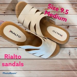 Rialto Sandal white Sz 9.5 M